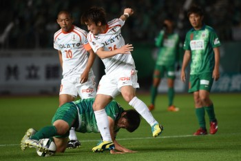 GIFU, JAPAN - MAY 10:  (EDITORIAL USE ONLY) Masanori Abe of FC Gifu keeps the ball under the pressure from Daichi Akiyama of Ehime FC during the J.League second division match between FC Gifu and Ehime FC at Nagaragawa Stadium on May 10, 2015 in Gifu, Japan.  (Photo by Kaz Photography/Getty Images)