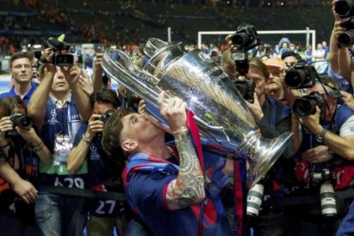 メッシ、4年ぶりにUEFA欧州最優秀選手賞の栄冠…初の2度目の受賞者に