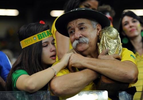 """""""世界一のブラジルサポーター""""が死去…W杯ドイツ戦の涙で有名に"""