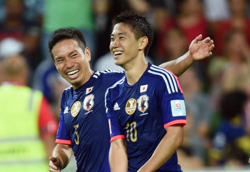 圧巻の2ゴール…香川の復活を喜ぶ長友「10番を背負う僕らのエース」