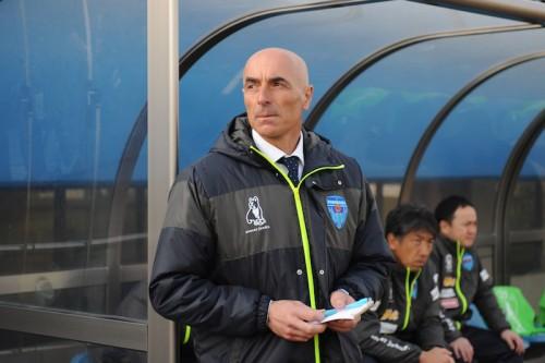 8連敗中の横浜FC、ルス監督が辞任…後任は強化育成TDの中田仁司氏