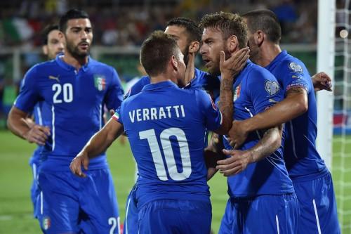 イタリア、2連勝でH組首位浮上…デ・ロッシがPKで決勝弾も退場に