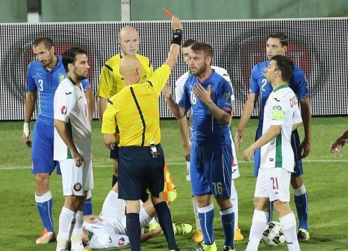 コンテ監督、一発退場のデ・ロッシに苦言「やってはいけない行為」