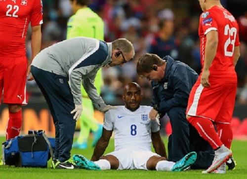 史上最速? イングランド代表MFデルフ、試合開始9秒で負傷交代