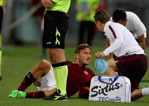 ローマ、カルピに快勝もトッティが2カ月離脱か…ジェコも足首負傷