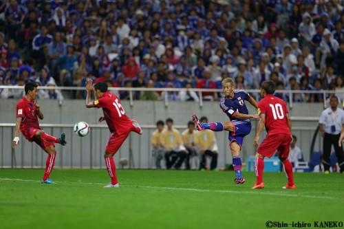 プレーに緩急をつけ、ゴールを奪った本田「正直入るとは思わなかった」