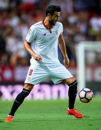 SEVILLE, SPAIN - AUGUST 20:  Vicente Iborra of Sevilla FC in action during the match between Sevilla FC vs RCD Espanyol as part of La Liga at Estadio Ramon Sanchez Pizjuan on August 20, 2016 in Seville, Spain.  (Photo by Aitor Alcalde/Getty Images)