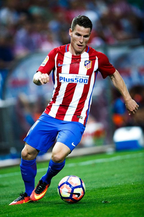 MADRID, SPAIN - AUGUST 21: Kevin Gameiro of Atletico de Madrid controls the ball during the La Liga match between Club Atletico de Madrid and Deportivo Alaves at Vicente Calderon stadium on August 21, 2016 in Madrid, Spain. (Photo by Gonzalo Arroyo Moreno/Getty Images)