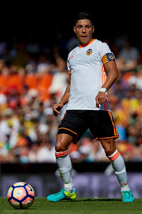MESTALLA STADIUM, VALENCIA, SPAIN - 2016/09/11: Enzo Perez Argentinian midfielder of Valencia CF with the ball during the La Liga game between Valencia CF and Real Betis at Mestalla stadium. Game ends Valencia CF 2-3 Real Betis. (Photo by David Aliaga/Pacific Press/LightRocket via Getty Images)