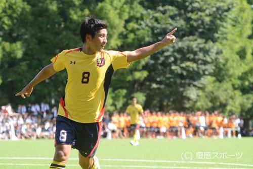 慶應大の右サイドが躍動…中央大に快勝し首位と勝ち点並ぶ/関東大学リーグ第16節