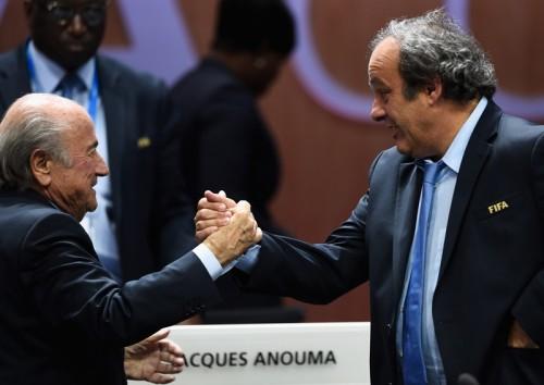 FIFAがブラッター会長とプラティニ氏らに90日間の職務停止処分科す