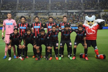 CHIBA, JAPAN - JUNE 06:  (EDITORIAL USE ONLY) Consadole Sapporo players pose for photograph prior to the J.League second division match between JEF United Chiba and Consadole Sapporo at Fukuda Denshi Arena on June 6, 2015 in Chiba, Japan.  (Photo by Masashi Hara/Getty Images)