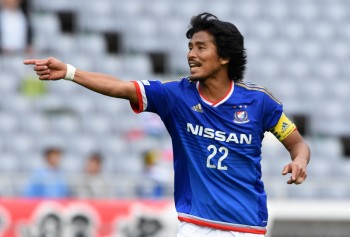 YOKOHAMA, JAPAN - APRIL 12:  (EDITORIAL USE ONLY) Yuji Nakazawa of Yokohama F.Marinos in action during the J.League match between Yokohama F.Marinos and Vegalta Sendai at Nissan Stadium on April 12, 2015 in Yokohama, Kanagawa, Japan.  (Photo by Etsuo Hara/Getty Images)