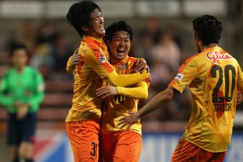 SHIZUOKA, JAPAN - APRIL 22:  (EDITORIAL USE ONLY) Genki Omae (C) of Shimizu S-Pulse celebrates scoring his team's first goal with his team mates Koya Kitagawa (L) and Ryo Takeuchi (R) during the J.League Yamazaki Nabisco Cup match between Shimizu S-Pulse and Vegalta Sendai at IAI Stadium Nihondaira on April 22, 2015 in Shizuoka, Japan.  (Photo by Kaz Photography/Getty Images)