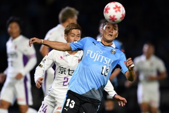 KAWASAKI, JAPAN - OCTOBER 14:  (EDITORIAL USE ONLY) Yoshito Okubo of Kawasaki Frontale in action during Emperor's Cup third round match between Kawasaki Frontale and Kyoto Sanga on October 14, 2015 in Kawasaki, Kanagawa, Japan.  (Photo by Etsuo Hara/Getty Images)