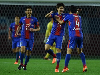 CHOFU, JAPAN - NOVEMBER 11:  (EDITORIAL USE ONLY) Kento Hashimoto of FC Tokyo#37 celebrates scoring his team's second goal during the Emperor's Cup fourth round match between FC Tokyo and Mito HollyHock at Ajinomoto Stadium on November 11, 2015 in Chofu, Tokyo, Japan.  (Photo by Etsuo Hara/Getty Images)