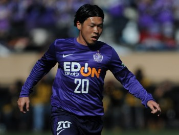 TOKYO, JAPAN - FEBRUARY 23:  (EDITORIAL USE ONLY) Hironori Ishikawa #20 of Sanfrecce Hiroshima in action during the Xerox Super Cup match between Sanfrecce Hiroshima and Kashiwa Reysol at the National Stadium on February 23, 2013 in Tokyo, Japan.  (Photo by Masashi Hara/Getty Images)