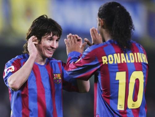 ロナウジーニョ、メッシとの1番の思い出は「初ゴールをアシスト」