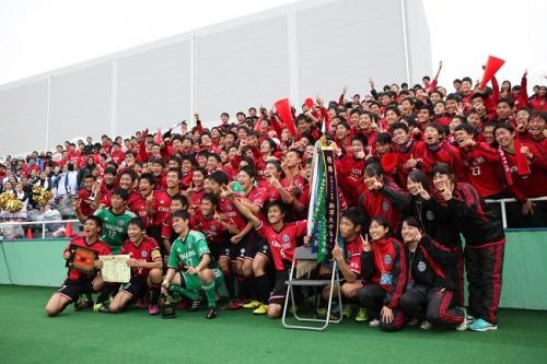 予選4試合で4得点…絶好調のDF高橋勇夢が部員257人の想いを背負い、駒大高を全国の舞台に導く