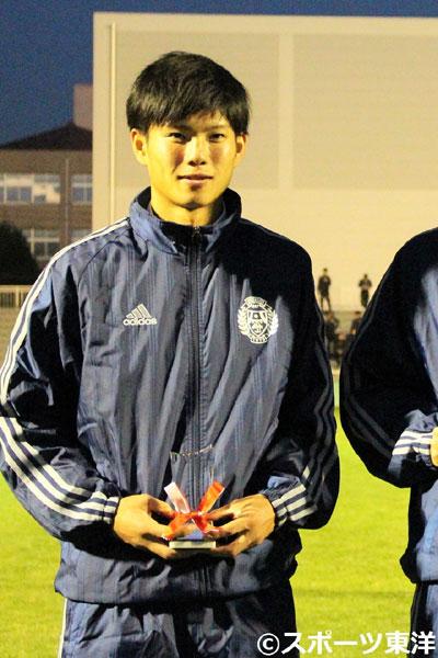 「チームメートがいたから受賞できた」開幕スタメンの東洋大MF高橋宏季が新人賞を受賞
