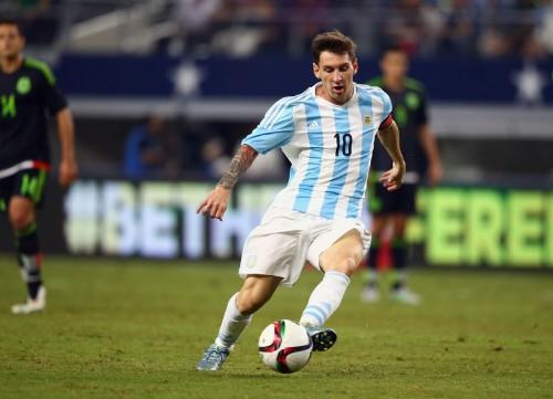 メッシ、アルゼンチン国民からの批判に反論「国歌を歌う必要はない」
