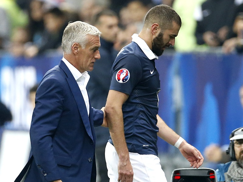NICE, FRANCE - OCTOBER 8: Karim Benzema of France is replaced by head coach of France Didier Deschamps after getting injured during the international friendly match between France and Armenia at Allianz Riviera stadium on October 8, 2015 in Nice, France. (Photo by Jean Catuffe/Getty Images)
