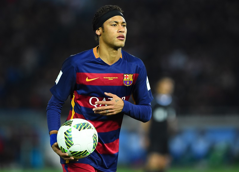 YOKOHAMA, JAPAN - DECEMBER 20:  Neymar of Barcelona in action during the FIFA Club World Cup Final between River Plate and FC Barcelona at the International Stadium Yokohama on December 20, 2015 in Yokohama, Japan.  (Photo by Masterpress/Getty Images)