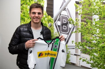 MOENCHENGLADBACH, GERMANY - DECEMBER 29: Jonas Hofmann poses with his shirt after signing a new contract for Borussia Moenchengladbach at Borussia-Park on December 29, 2015 in Moenchengladbach, Germany  (Photo by Christian Verheyen/Borussia Moenchengladbach via Getty Images)