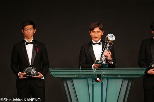 MVP初受賞の青山敏弘「自分は下手」と語るも「広島だから成長できた」