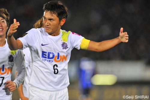 チームで掴んだ逆転勝利を喜ぶ広島MF青山「万博を紫の歓喜にできた」