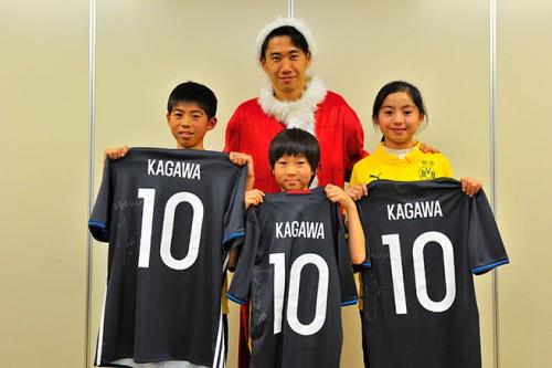 抽選で当選した親子が香川とプレゼント交換「最高のクリスマスになりました」