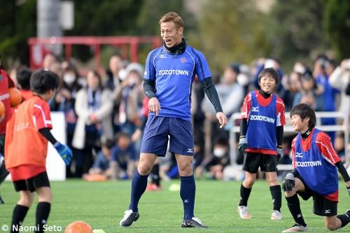 本田、サッカー教室で子どもたちに熱いエール「夢を決して諦めないで」