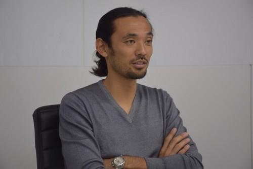 戸田和幸が見たプレミア初挑戦の岡崎慎司「我慢強くチャレンジしていくことが重要」