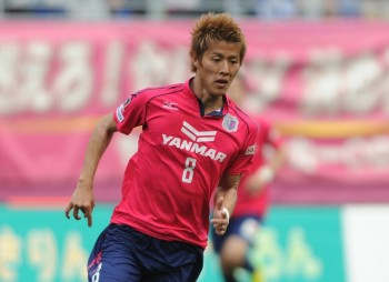 OSAKA, JAPAN - APRIL 12:  (EDITORIAL USE ONLx) Yoichiro Kakitani #8 Cerezo Osaka in action during the J.League match between Cerezo Osaka and Gamba Osaka at Nagai Stadium on April 12, 2014 in Osaka, Japan.  (Photo by Masashi Hara/Getty Images)