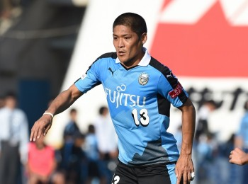 KAWASAKI, JAPAN - OCTOBER 24:  (EDITORIAL USE ONLY) Yoshito Okubo of Kawasaki Frontale in action during the J. League match between Kawasaki Frontale and Yokohama F.Marinos at Todoroki Stadium on October 24, 2015 in Kawasaki, Kanagawa,Japan.  (Photo by Etsuo Hara/Getty Images)