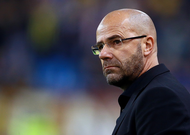 Peter Bosz coach of Vitesse during the Dutch Eredivisie match between Vitesse Arnhem and AZ Alkmaar at Gelredome on November 8, 2015 in Arnhem, The Netherlands(Photo by VI Images via Getty Images)