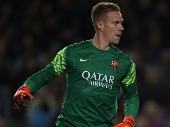 BARCELONA, SPAIN - NOVEMBER 24:  Ter Stegen of Barcelona in action during the UEFA Champions League Group E match between FC Barcelona and AS Roma at Camp Nou on November 24, 2015 in Barcelona, Spain.  (Photo by Manuel Queimadelos Alonso/Getty Images)