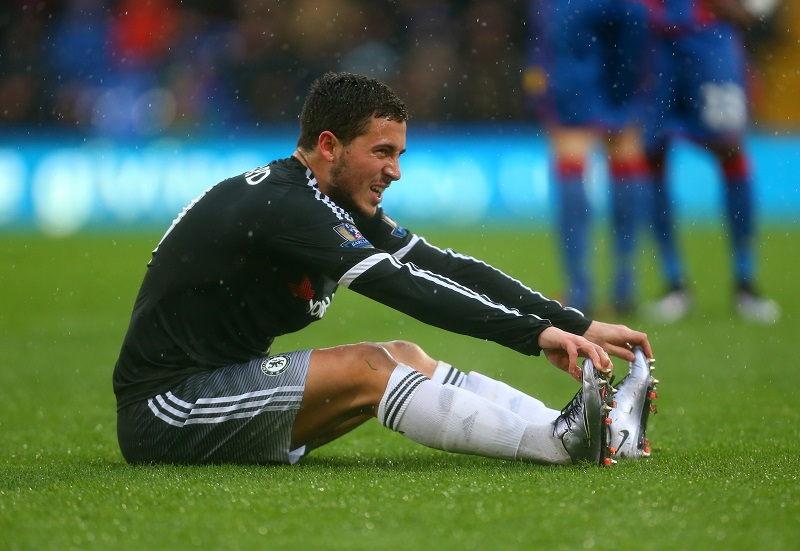 LONDON, ENGLAND - JANUARY 03:  Eden Hazard of Chelsea sits injured before being substituted during the Barclays Premier League match between Crystal Palace and Chelsea at Selhurst Park on January 3, 2016 in London, England.  (Photo by Catherine Ivill - AMA/Getty Images)