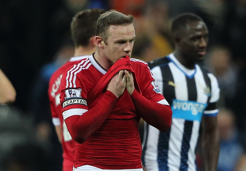 NEWCASTLE UPON TYNE, ENGLAND - JANUARY 12:  A dejected Wayne Rooney of Manchester United after the 3-3 draw at the Barclays Premier League match between Newcastle United and Manchester United at at St James' Park on December 19, 2015 in Newcastle Upon Tyne, England. (Photo by Matthew Ashton - AMA/Getty Images) *** Local Caption *** Wayne Rooney