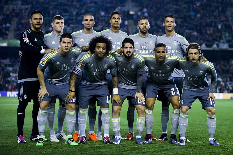 SEVILLE, SPAIN - JANUARY 24: Real Madrid line up prior to start the La Liga match between Real Betis Balompie and Real Madrid CF at Estadio Benito Villamarin on January 24, 2016 in Seville, Spain.  (Photo by Gonzalo Arroyo Moreno/Getty Images)