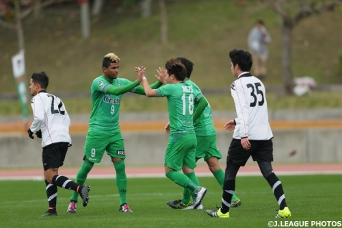 ニューイヤーカップ開幕、東京Vが札幌を下し白星発進…高木大が決勝PK弾