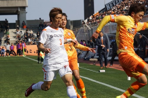松田さんの偉大な「3番」を背に…愛媛MF玉林が覚悟の新シーズンに挑む