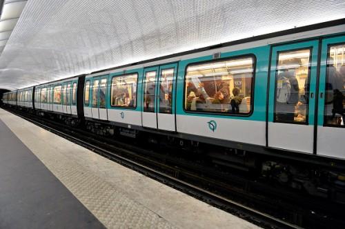パリ地下鉄での人種差別事件から1年…被害男性がPSG対チェルシー戦を観戦へ