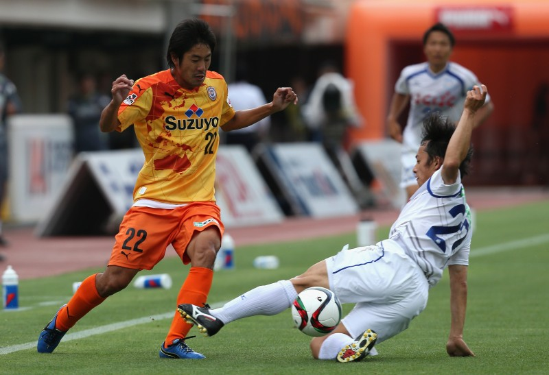 SHIZUOKA, JAPAN - JUNE 20:  (EDITORIAL USE ONLY) Takuma Edamura of Shimizu S-Pulse is tackled by Shohei Abe of Venforet Kofu during the J.League match between Shimizu S-Pulse and Ventforet Kofu at IAI Stadium Nihondaira on June 20, 2015 in Shizuoka, Japan.  (Photo by Kaz Photography/Getty Images)