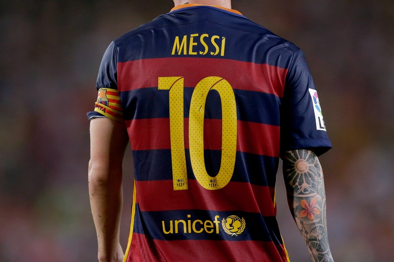 Shirt 10 messi back unicef fc barcelona during the Joan Gamper Trophy match between Barcelona and AS Roma on August 5, 2015 at the Camp Nou stadium in Barcelona, Spain.(Photo by VI Images via Getty Images)