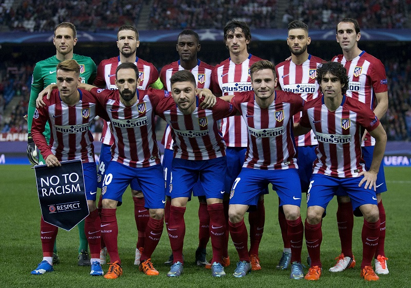 MADRID, SPAIN - OCTOBER 21:  Antoine Griezmann (L) of Atletico de Madrid holds the UEFA No To Racism pennant as a he pose with his teammates for the line-up piocture prior to start the UEFA Champions League Group C match between Club Atletico de Madrid and FC Astana at Vicente Calderon stadium on October 21, 2015 in Madrid, Spain.  (Photo by Gonzalo Arroyo Moreno/Getty Images)