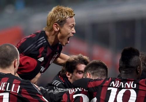 ダービー勝利を喜ぶ本田…ファンの笑顔に「サッカーやってきてよかった」