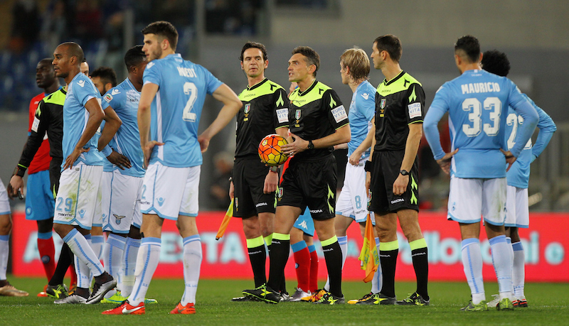 ROME, ITALY - FEBRUARY 03:  The referee Massimiliano Irrati suspends temporarily the match for racist slogans during the Serie A match between SS Lazio and SSC Napoli at Stadio Olimpico on February 3, 2016 in Rome, Italy.  (Photo by Paolo Bruno/Getty Images)