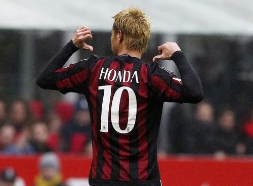 本田が3年目で初のセリエA公式ベスト11に選出…MFトップの得票率