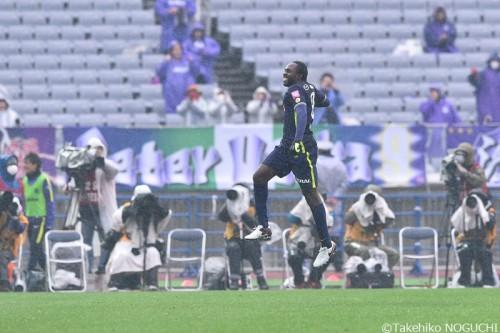 今季初戦での移籍後初ゴールを喜ぶFWウタカ「次の試合への自信に」